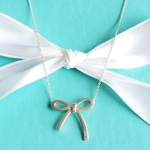Medium bow necklace
